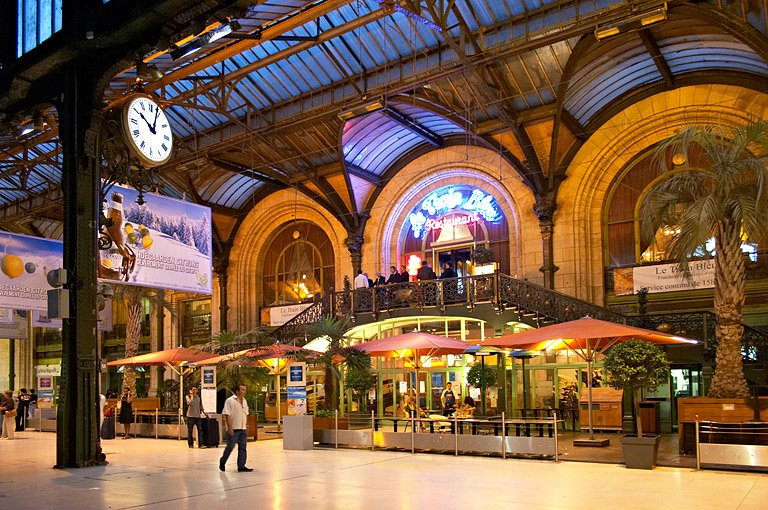 Cafe Proche De La Gare De Lyon