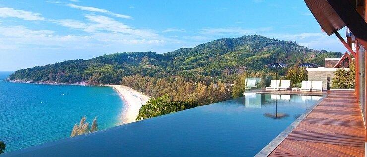Vue sur la plage depuis une villa à Phuket